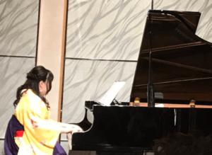 室田沙耶のピアノ演奏