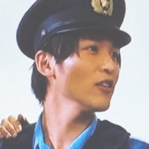 目黒蓮の警官姿