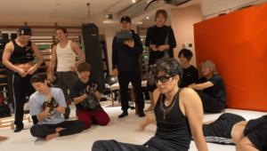 GACKTとダンサー達のトレーニングの様子