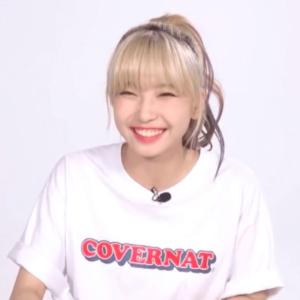 NiziUメンバーのサイン初披露のときのマユカの髪色と髪型