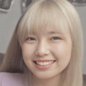 NiziUプレデビューに向けて金髪になったマユカの髪色と髪型