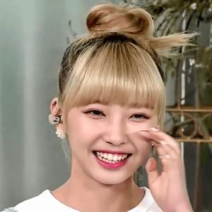 NiziU『Make you happy』テレビ初生披露のときのマユカの髪色と髪型