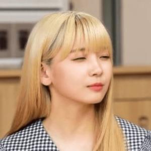 NiziUメンバーの取材のときのマユカの髪色と髪型