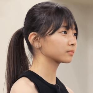 虹プロジェクト地区予選でのマユカの髪色と髪型