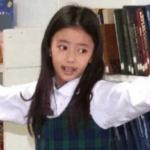 中学の制服姿のリマ