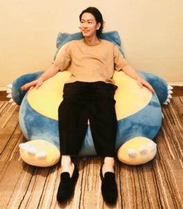 佐藤健とカビゴンのソファー