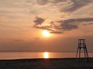 富津海水浴場の海岸線の夕陽