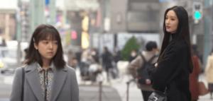 コレド日本橋前の交差点の奈未と麗子