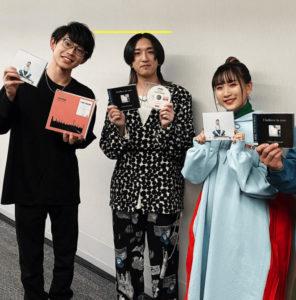 YOASOBI Ayaseと川崎鷹也の身長比較画像