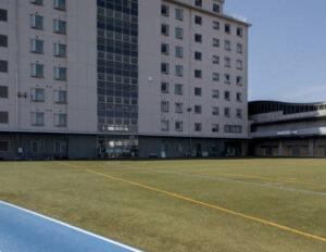 私立浜松開誠館高等学校の校舎とグラウンド