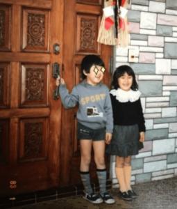 幼少期の矢田亜希子と兄