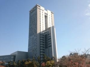 法政大学の市ヶ谷キャンパス外観