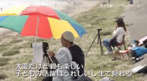 松田詩野を撮影する両親