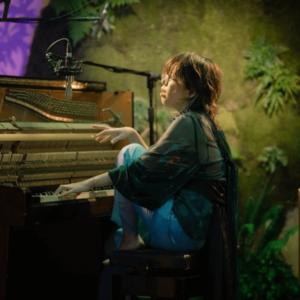 中村佳穂のピアノ弾き語りライブ