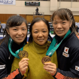 川井友香子と川井梨沙子と母親